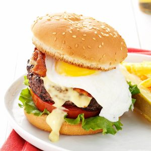 Eggs-Benedict-Burgers_exps164638_TH2847295B03_07_1bC_RMS